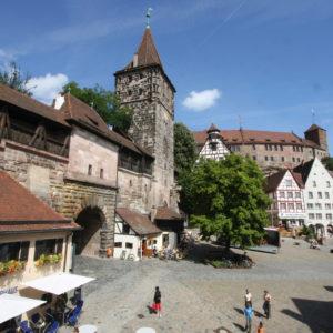 Nuernberg: Tiergaertnertorplatz mit Blick auf die Burg im Sommer in Nuernberg. (Foto: Uli Kowatsch/CTZ-Nuernberg).